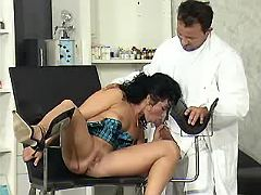 Cock hungry mom throating her well hung doctor