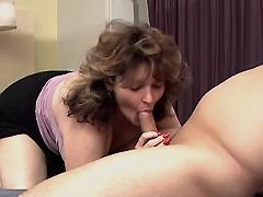 Chubby mature gives blowjob n fucks