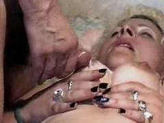 Old mature has fuck n gets cumshot